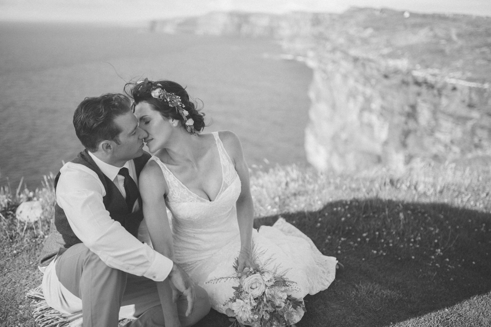 Elopement Irland | Hochzeit bei den Klippen von Moher fotografiert von FORMA photography | Elopement Ireland at the Cliffs of Moher